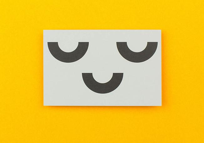 Un estudio de diseño crea una tarjeta de visita coleccionable