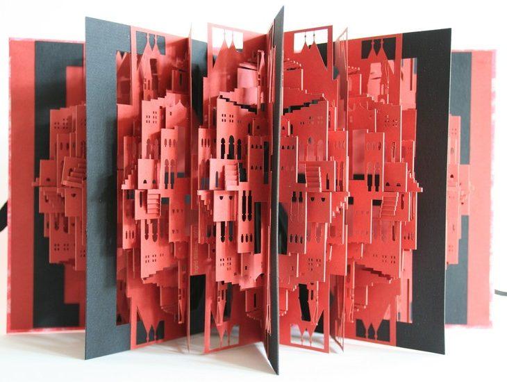 Ingrid Siliakus y sus increíbles ciudades realizadas en pop-upIngrid Siliakus e as suas incríveis cidades construídas em pop-up