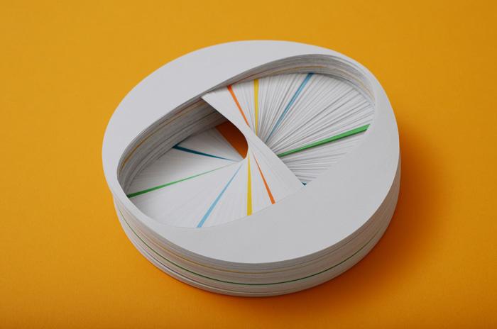 Las esculturas tipográficas de Bianca Chang con papel