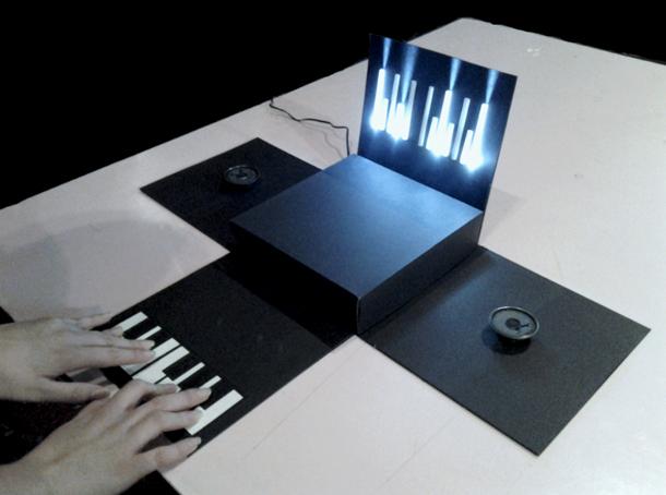 ¡Un piano electrónico de papel!