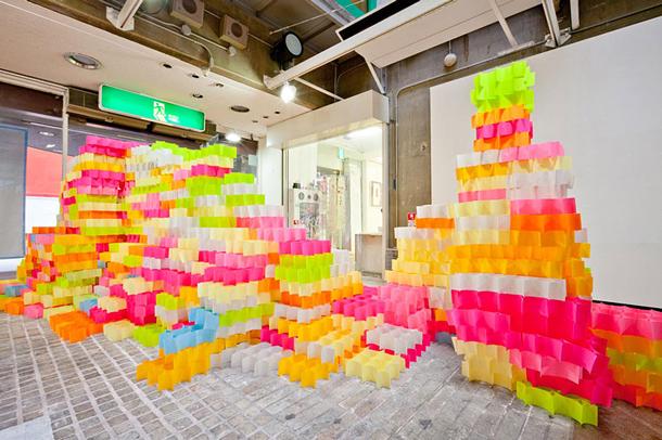 30.000 Post-Its recrean una impresionante instalación30.000 Post-Its criam uma impressionante instalação
