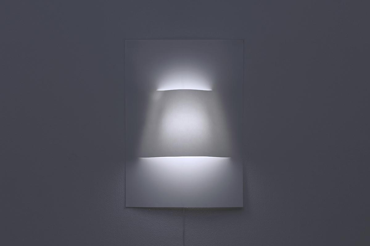 ¿Cómo escondes una lámpara en un póster de papel?
